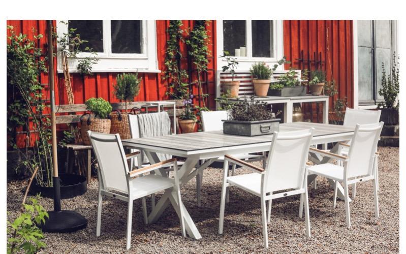 Kesäkaluste_ruokapöydät_pöytä